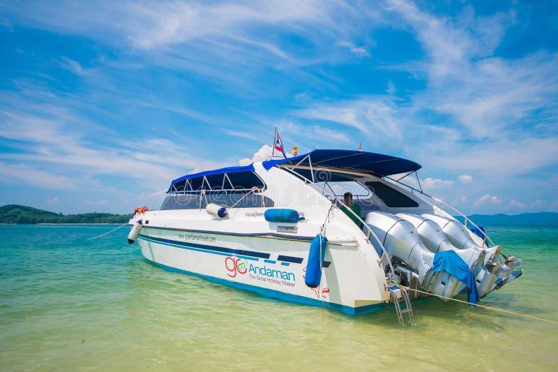 Motorboot op Naka Noi Island, Phuket stock afbeelding