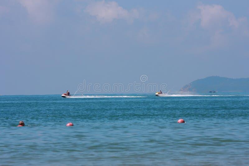 Motorboot op overzees royalty-vrije stock afbeelding