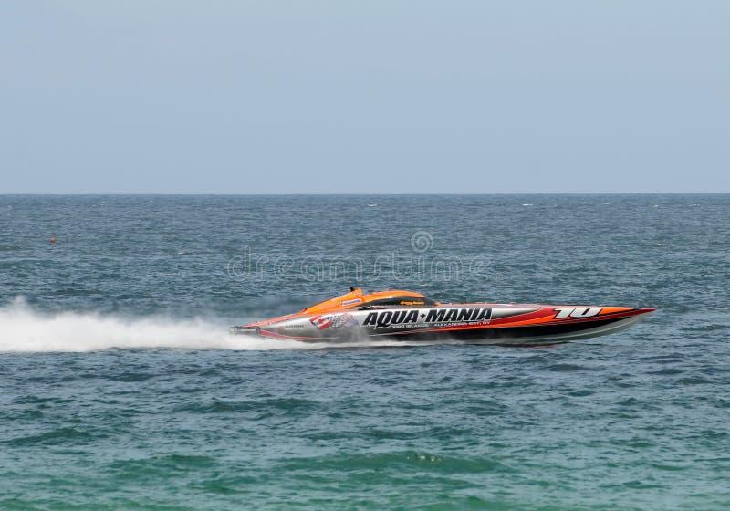 Motorbootlaufen lizenzfreie stockbilder
