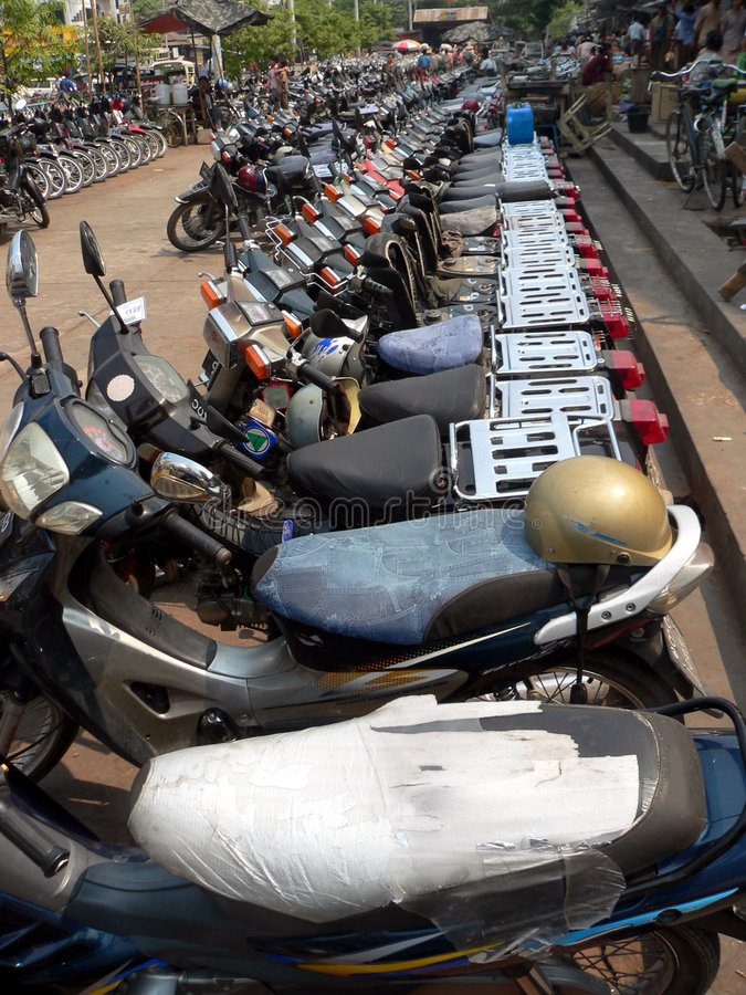 Free Motorcycle Parking Lot. Mandalay, Myanmar (Burma) Royalty Free Stock Photo - 183535