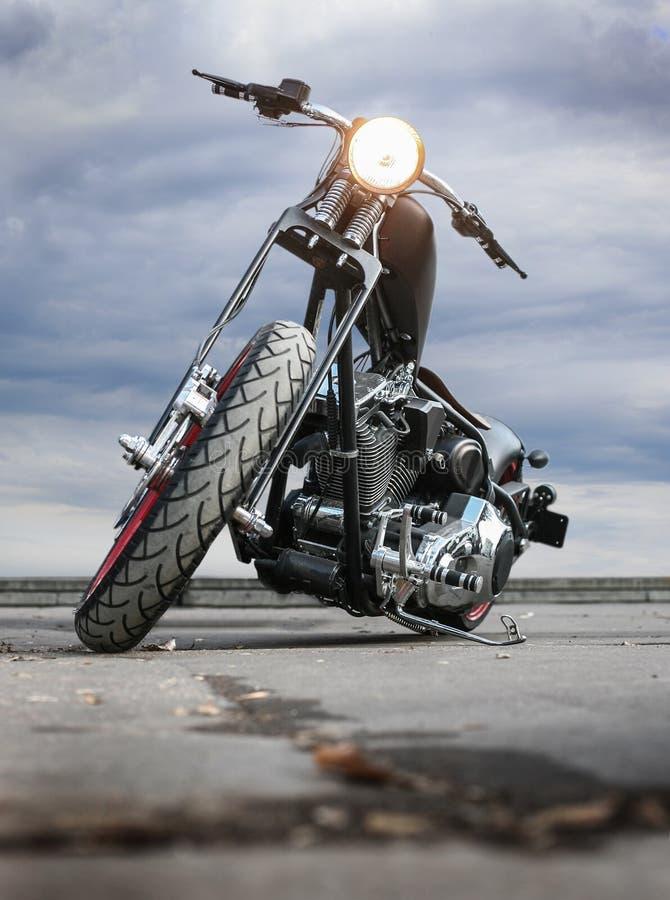 Motorcykel på asfalt royaltyfri bild