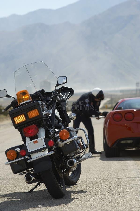 Motorcykel på vägen fotografering för bildbyråer