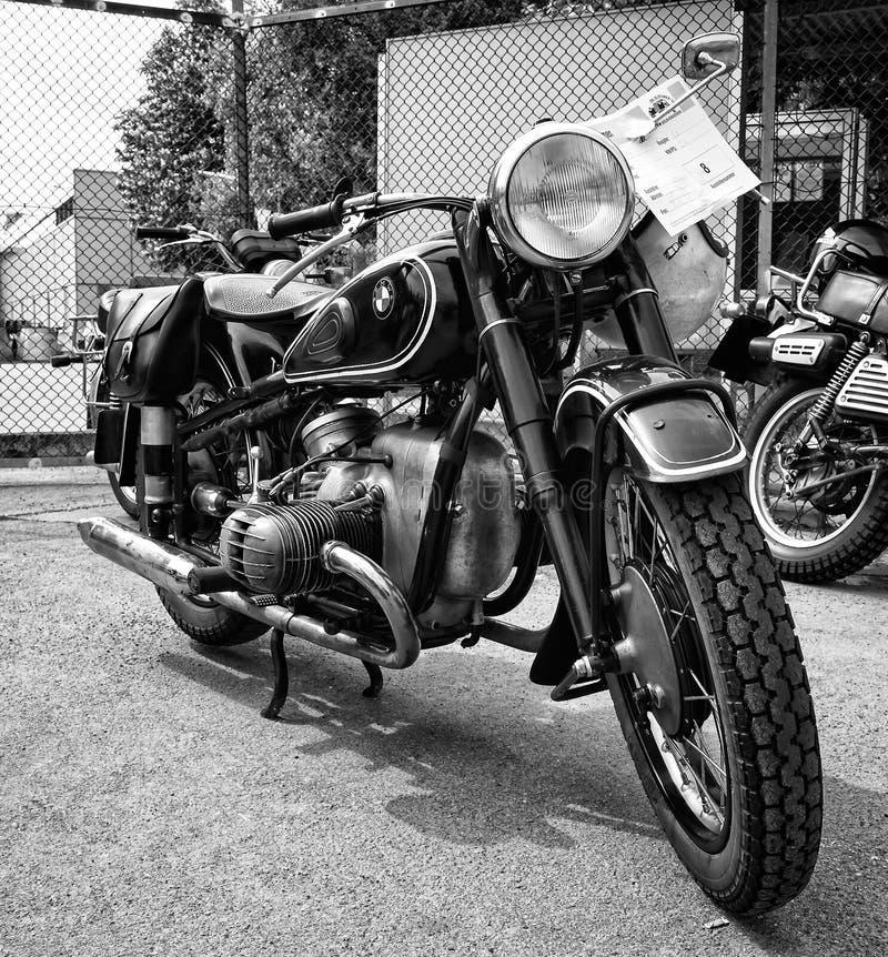 Motorcykel (svartvita) BMW R68, royaltyfria foton