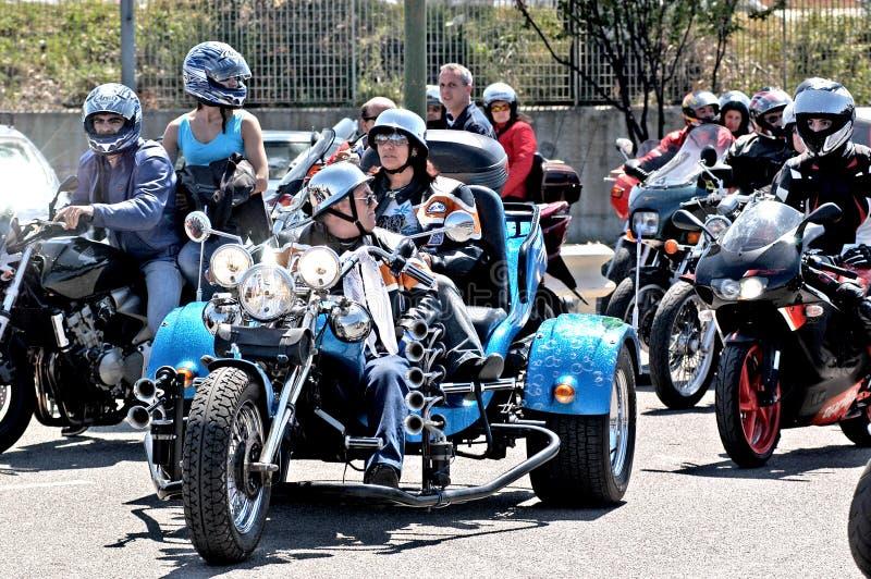 Motorcykeln samlar royaltyfri fotografi
