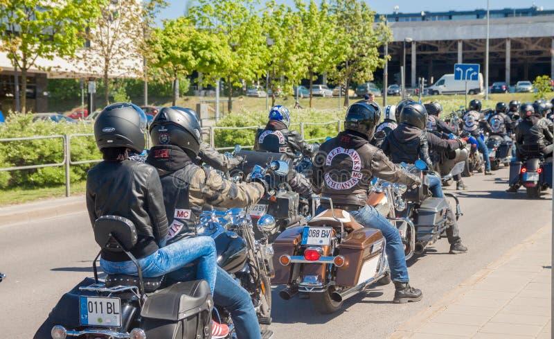 Motorcykeln st?tar i Litauen royaltyfri fotografi