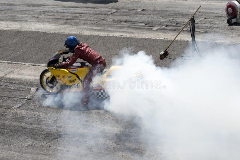 Motorcykelrökshow royaltyfri foto