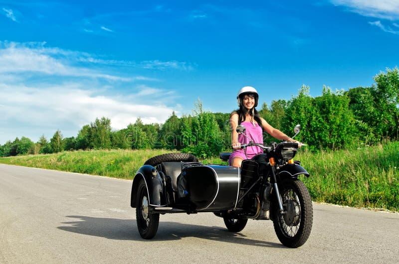 motorcykelridningkvinna royaltyfria foton