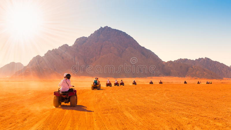 Motorcykelsafari Egypten royaltyfria foton
