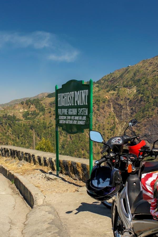 Motorcyklar på den högsta punkten av det filippinska vägsystemet, royaltyfria bilder