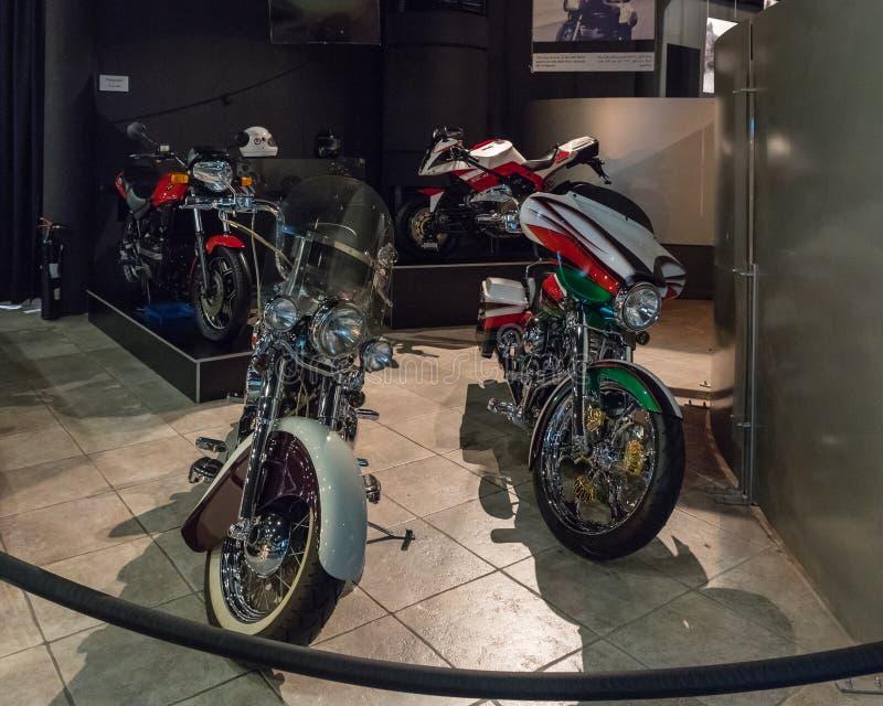 Motorcyklar på utställningen i bilmuseet för konung Abdullah II i Amman, huvudstaden av Jordanien royaltyfri foto