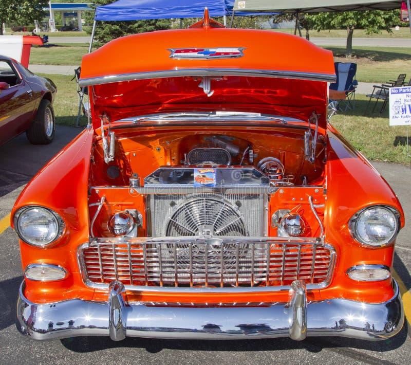Motore 1957 di Chevy Bel Air dell'arancio fotografie stock libere da diritti