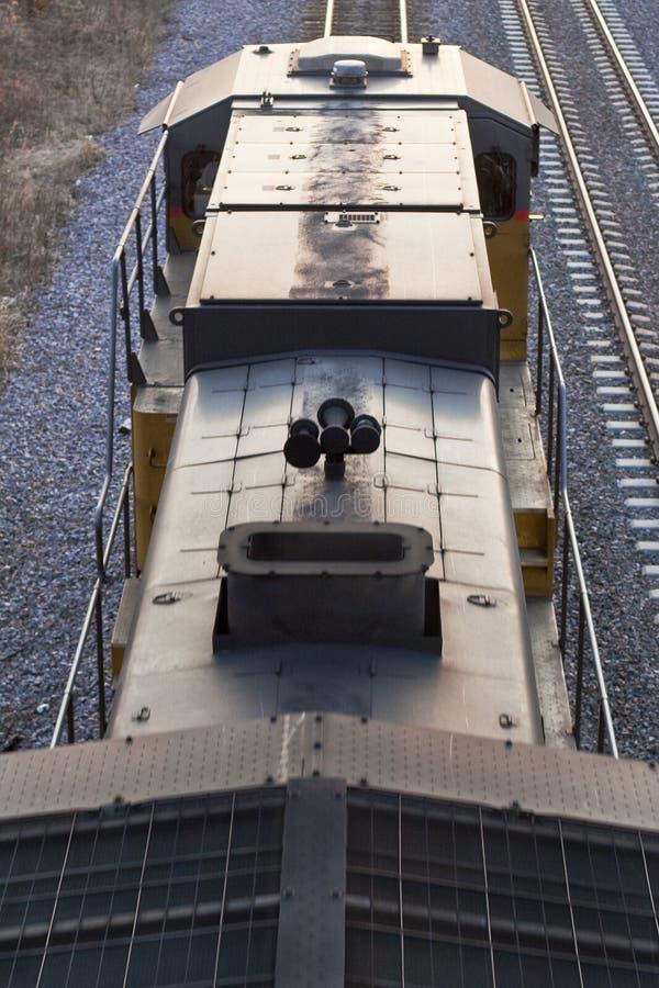 Motore del treno da Sopra-Verticale fotografia stock libera da diritti