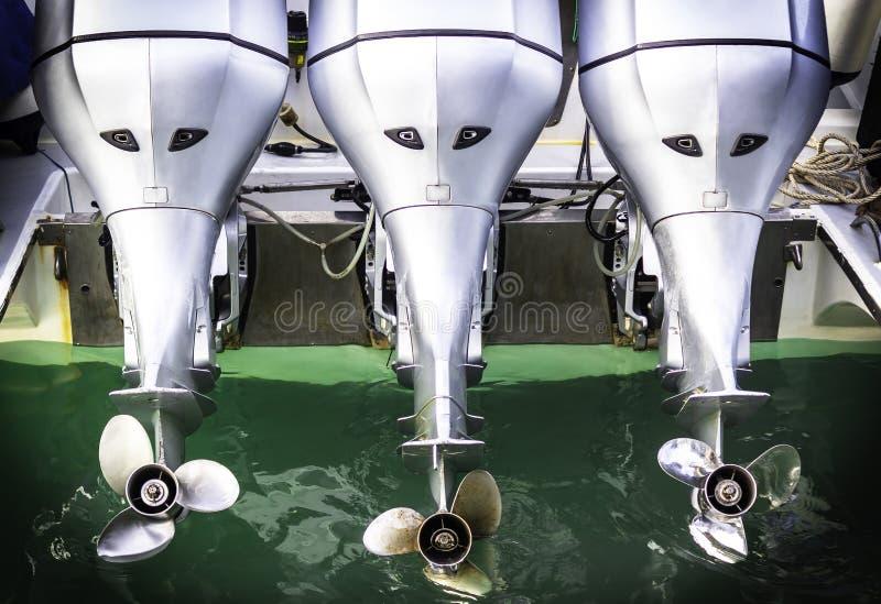 Motore della barca di tre velocità con l'elica fotografia stock