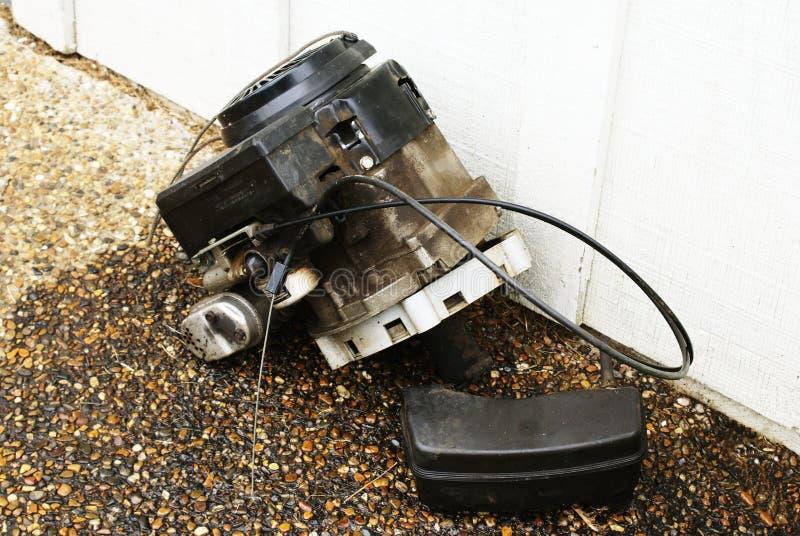 Motore della falciatrice da giardino immagine stock
