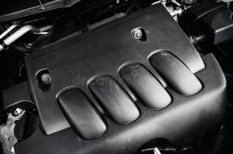 Motore di automobile moderno sotto il cappuccio nero fotografia stock libera da diritti