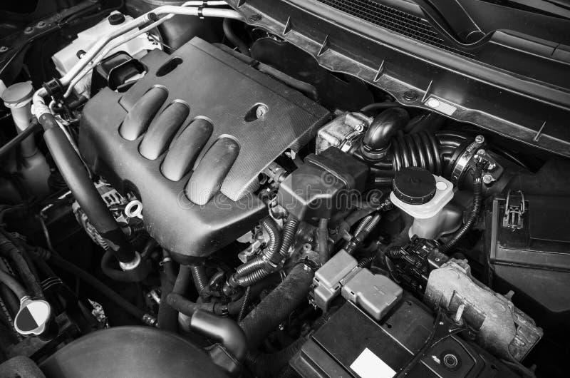 Motore di automobile moderno sotto il cappuccio oped fotografia stock libera da diritti