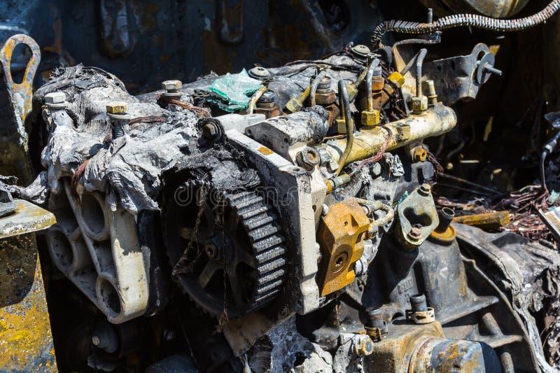 Download Motore Di Un'automobile Bruciata Fotografia Stock - Immagine di crimine, carbonizzato: 117979208