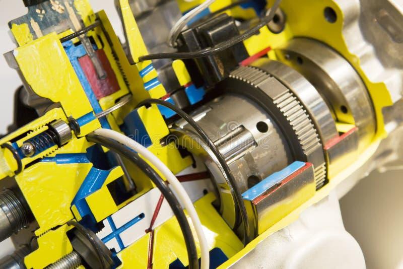 Motore elettrico aperto con la trasmissione immagini stock