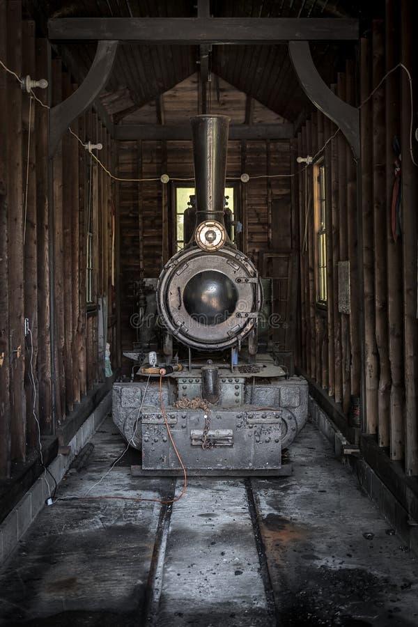 Motore a vapore nell'ambito di ripristino fotografie stock