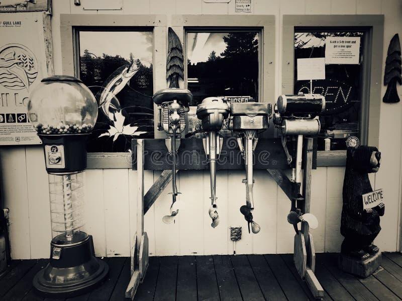 Motores del barco de pesca a partir del pasado fotografía de archivo