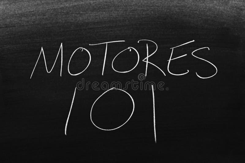 Motores 101 sur un tableau noir Traduction : Moteurs 101 images stock