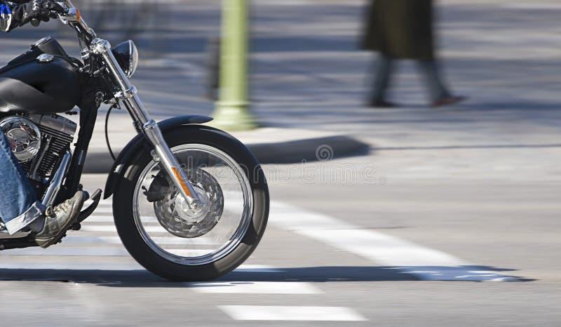 Motorfiets in motie stock foto's