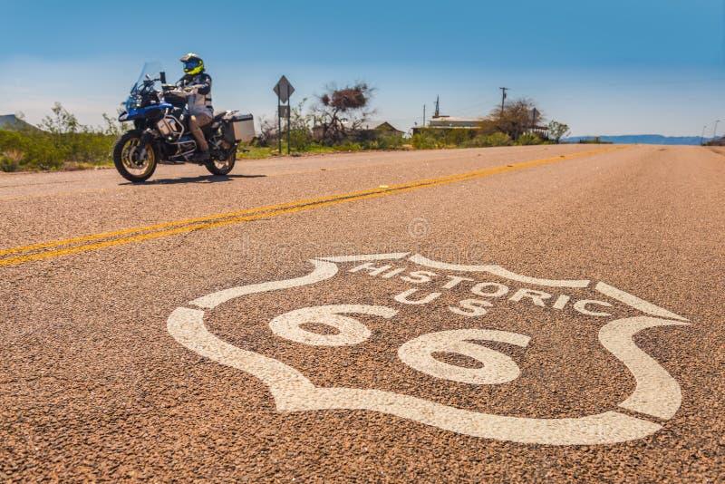 Motorfiets op Route 66 stock afbeelding