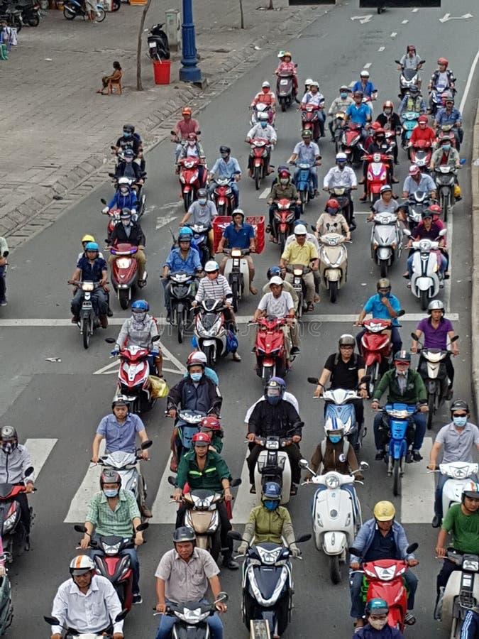 Motorfietsen in Ho Chi Minh City stock afbeeldingen