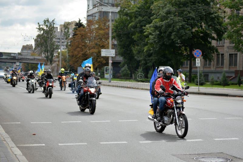 Motorfietsen met vlaggen stock afbeelding