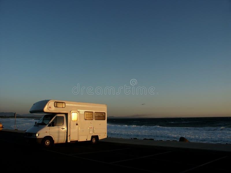 Download Motorhome immagine stock. Immagine di parcheggiato, cielo - 450695