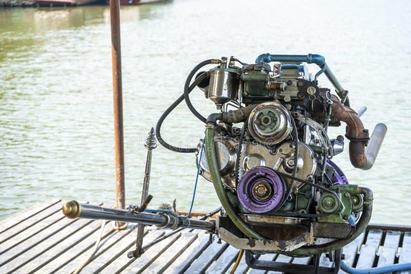 Motori bianchi di potere del meccanico marino del motore del motore della barca fotografia stock libera da diritti