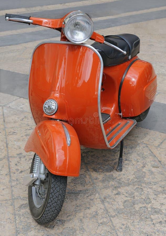 Motorino italiano rosso classico fotografia stock libera da diritti