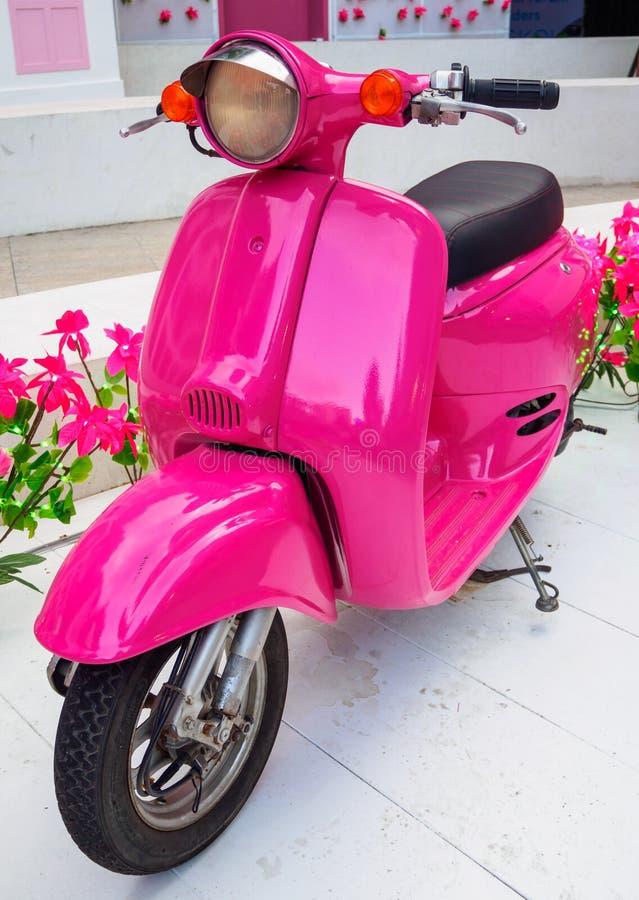 Motorino rosa fotografia stock libera da diritti