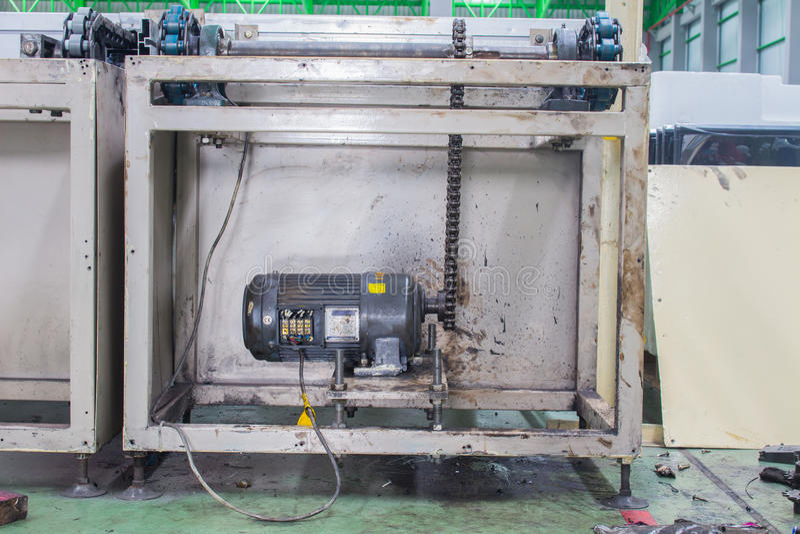 Motorisk drevaxel, transportörproduktionslinje av fabriken arkivbilder