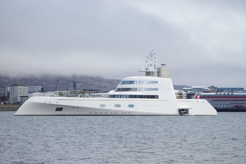 Motorisk yacht A royaltyfria bilder