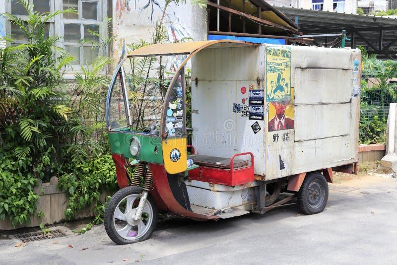 Motoriska trehjulinglastbilförsäljningar i den beskyddade shapoweien ansluter, den amoy staden, porslin arkivbild