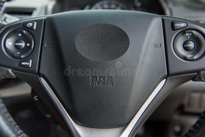 Motorista Airbag em um volante do carro imagem de stock