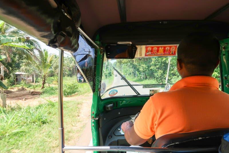 Motorista de Tuk Tuk em Sri Lanka imagem de stock