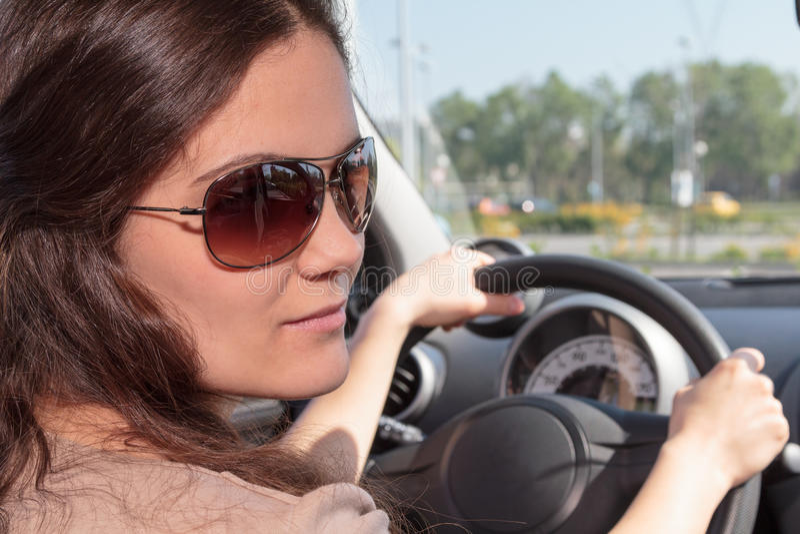 Motorista fêmea novo fotografia de stock