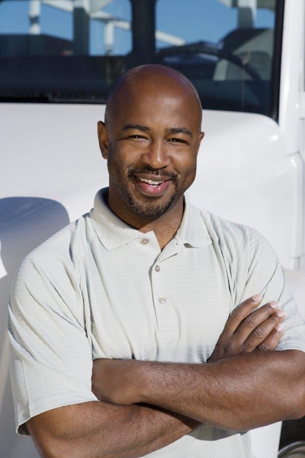 Motorista In Front Of um caminhão imagem de stock royalty free
