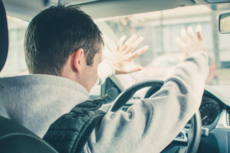 Motorista furioso e imprudente Perigo que conduz o conceito foto de stock royalty free