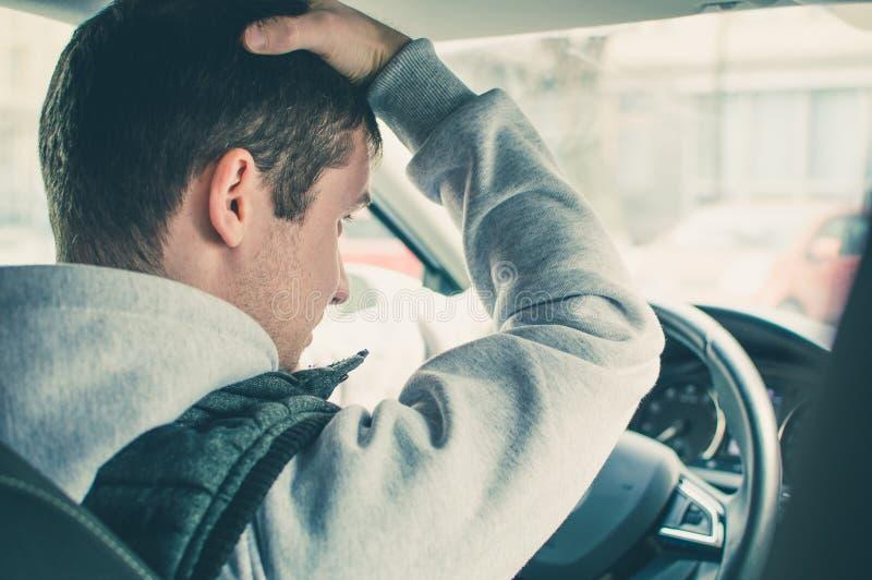 Motorista furioso e imprudente Perigo que conduz o conceito imagens de stock