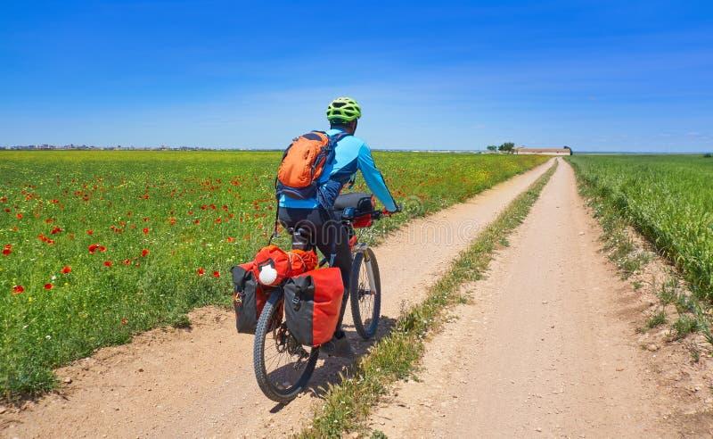 Motorista por Camino de Santiago en bicicleta imagen de archivo
