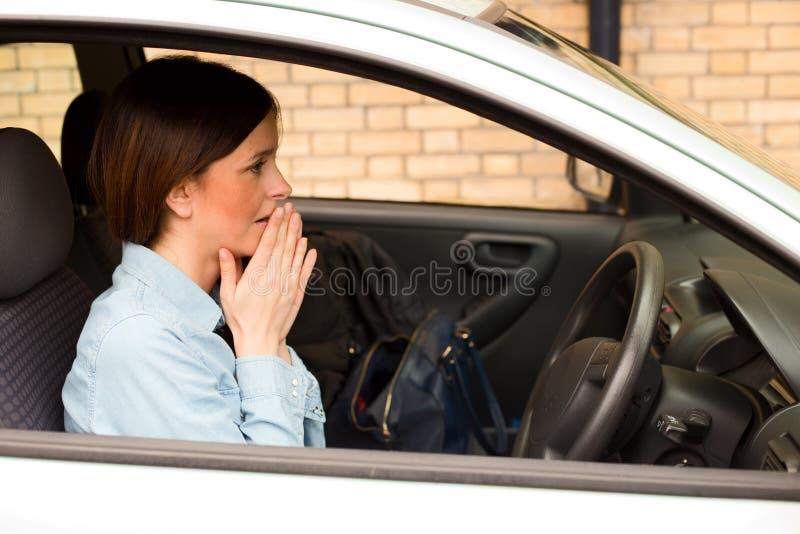 Motorista preocupado foto de stock
