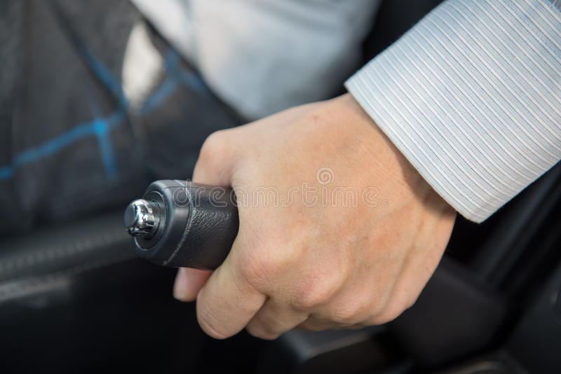 Motorista que puxa o handbrake imagem de stock royalty free