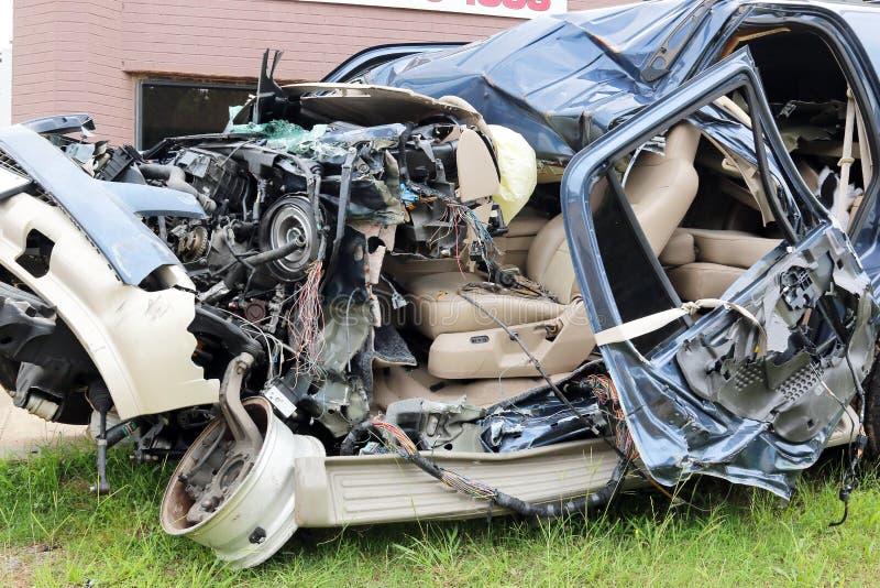 Motorista Texting da destruição do carro fotografia de stock royalty free
