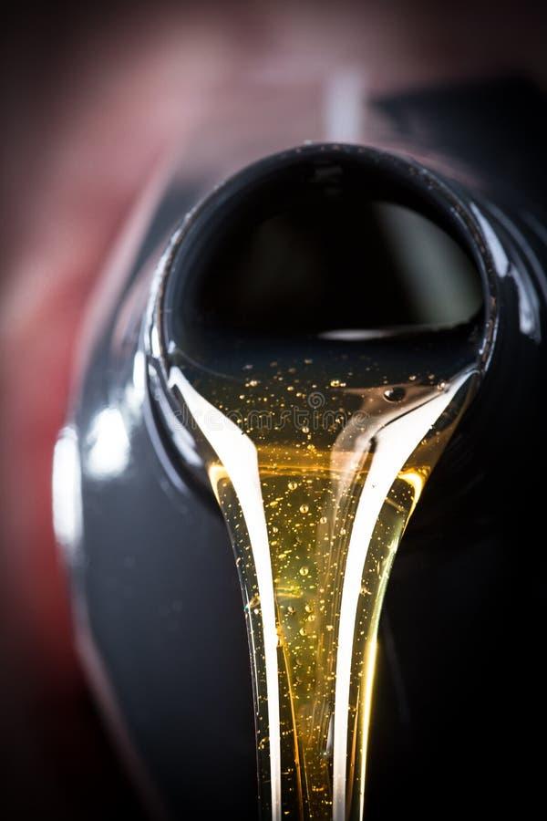 Motorolie gegoten beeing royalty-vrije stock fotografie