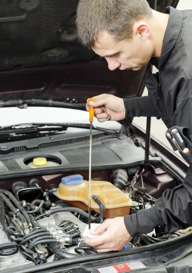 Motorowego oleju Sprawdzać fotografia royalty free