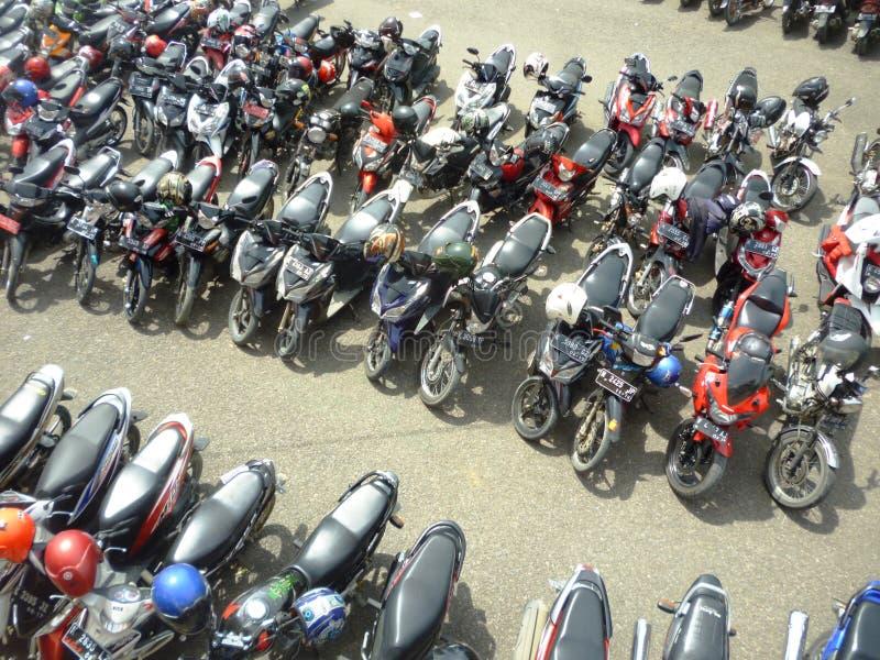 Motorräder geparkt stockfotos