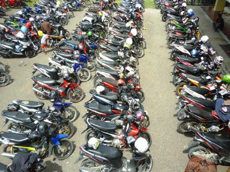 Motorräder geparkt stockbilder